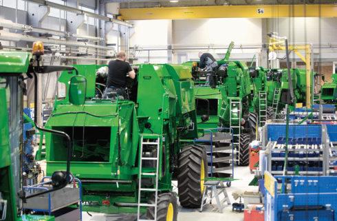 john deere tractor factory